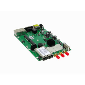 MIKROTIK 3-RPSMA 3x3 5GHz 1,6W 3-1000 2-SFP 2-SIM 2-MiniPCIe DB9 USB