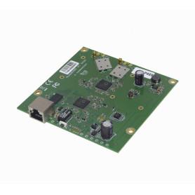 911LITE5AC -MIKROTIK 5GHz 2x2 2-MMCX 1-100-PoE/8-30V 650MHz L3 105x105mm